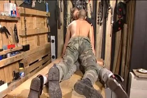 homo 10-Pounder soldiers banging for the country