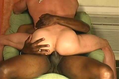 A Mandingo man pokes A Muscle Withe chap that chap Just likes That wang