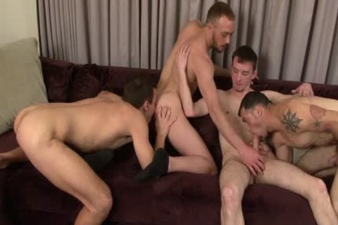 Four stylish muscular dudes have a enjoyment Blowjobs