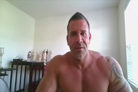 Daddy Bodybuilder On Web Camera
